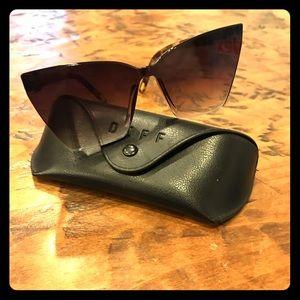 Diff tortoise sunglasses